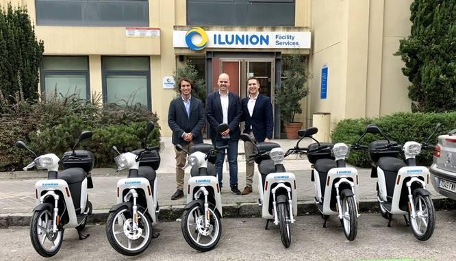 Ilunion apuesta por las motos de Cooltra para su servicio de mensajería